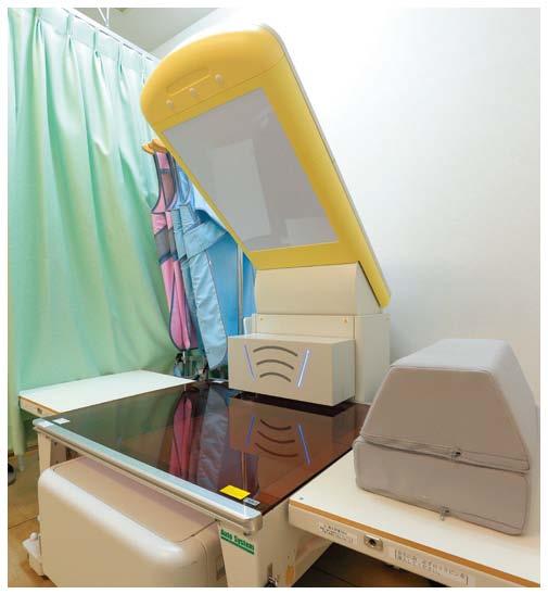 最新の骨密度検査機器で骨の強度を確認