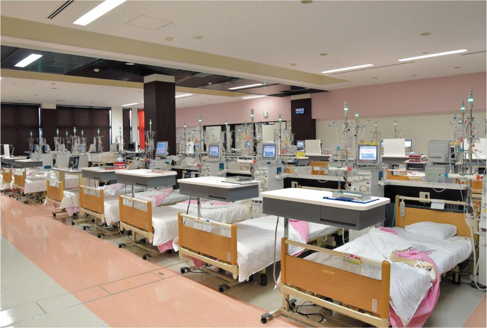 最新のオンラインHDFも提供することうだ腎クリニックの透析室