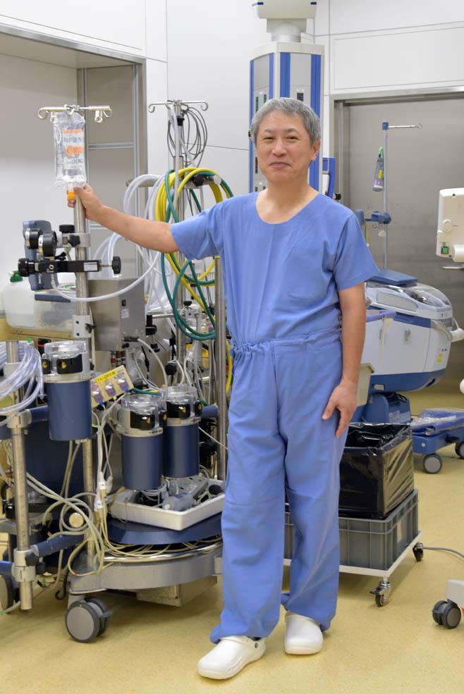 「これが心臓血管外科医としての私の武器」という人工心肺装置
