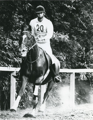東京六大学自馬競技大会中障害優勝、関東学生総合馬術競技3位と、学生時代は馬術でも優秀な成績を収める