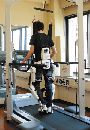 最新のロボットスーツも活用
