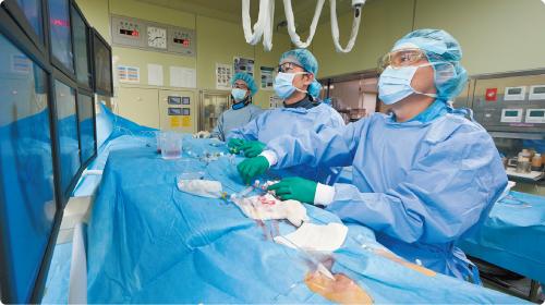 ハイブリッド手術室で行われる脳血管内治療