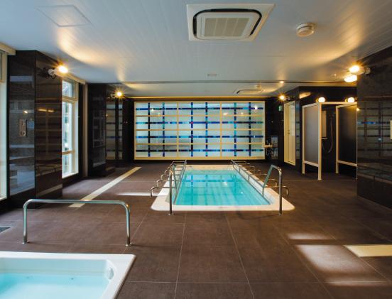 リハビリ室に併設された温泉プール