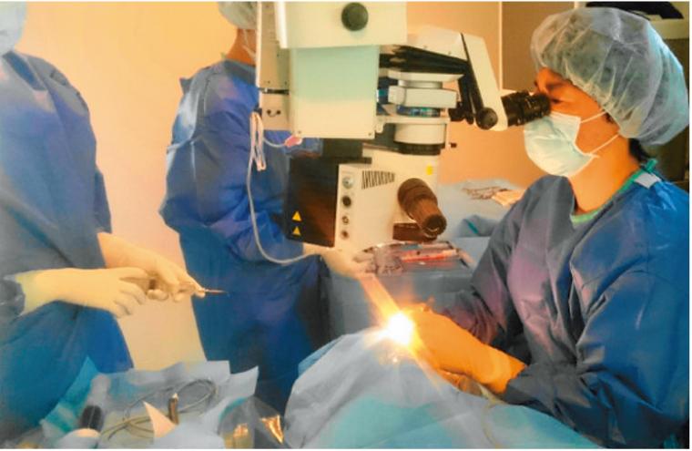 最新の顕微鏡・超音波乳化吸引装置を用いて、精度の高い白内障手術を追求
